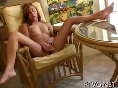 hottie exposes her body